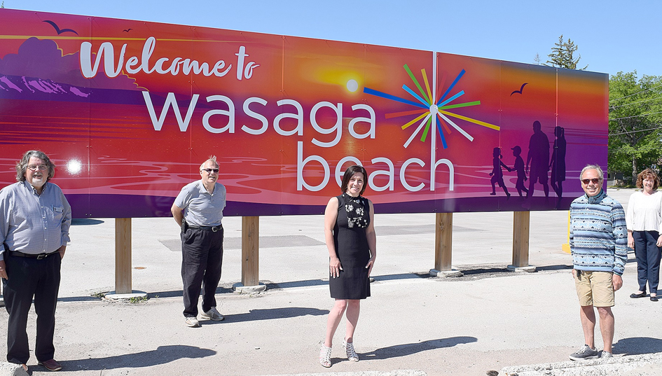 Wasaga Beach Council and Tourism Minister